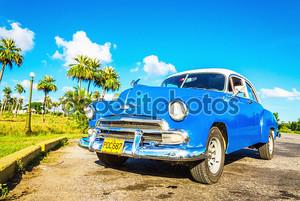 Синий классический американский автомобиль