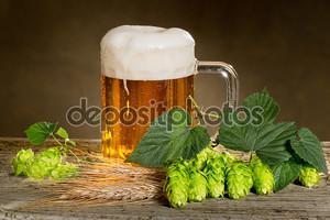 Натюрморт с пивом и хмеля