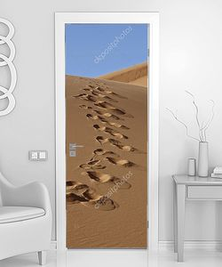 Следы на горячем песке