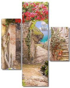 Вид на средиземноморскую бухту из старого цветущего двора