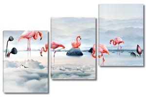 Розовый фламинго в небесном озере