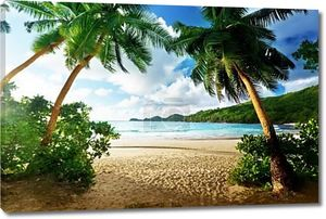 Закат на пляже Такамака, остров Маэ, Сейшельские острова
