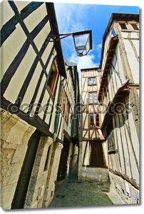 costruzione casco e portatile nei disegniстарые улицы и деревянные фасады в Руане. Нормандия, Франция.
