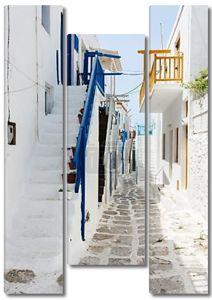 Традиционное улица острова Миконос в Греции
