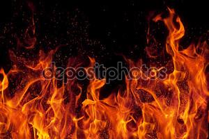 Огонь, изолированные на черном фоне