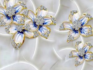Цветы со стразами на шелке