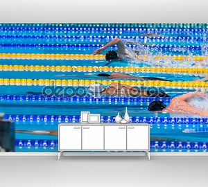 мужчины начинают плавать гонка