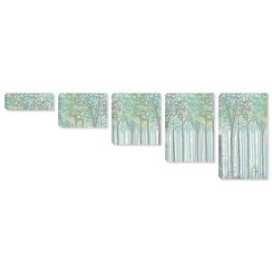 Ряд деревьев в зеленых тонах