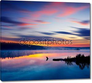 Заходящее солнце на озере