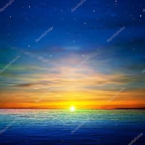 Абстрактный фон с облаками и море восход