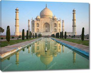 перспективный вид на мавзолей Тадж Махал с отражением в Ват