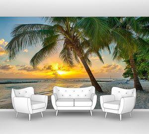 Закат над морем с пальмами