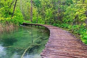 Набережная в парк Плитвицкие озёра