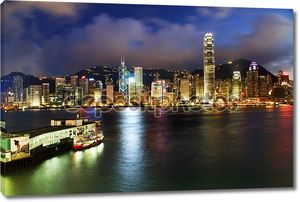 Hong Kong гавань ночью от Коулун Ферри