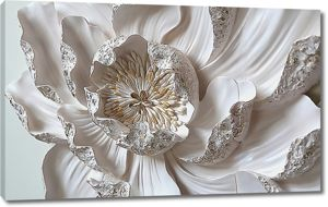 Крупный цветок с серебристыми лепестками