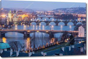 Прага в сумерках, вид мостов по Влтаве