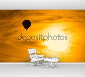 Воздушный шар в закатном небе