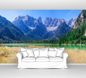 Итальянские доломиты с горным озером