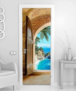 Вид на море из арки с воротами