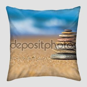 Пирамидка на пляже
