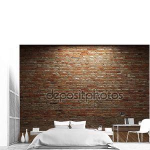 освещенная кирпичная стена