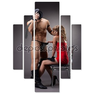 Сексуальная девушка в красных играть с человеком, стриптиз