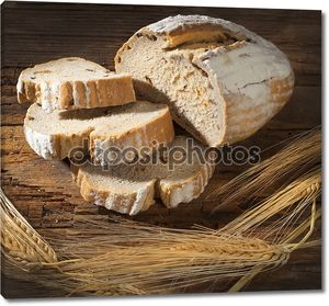 Натюрморт с хлебом на столе
