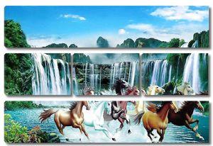 Лошади у водопада