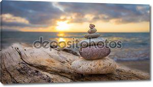 Камни Дзэн на фоне заката
