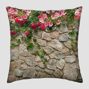 Цветы на каменной стене