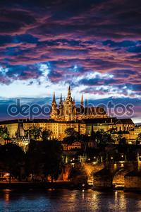Вид собора Святого Вита в Праге в ночное время