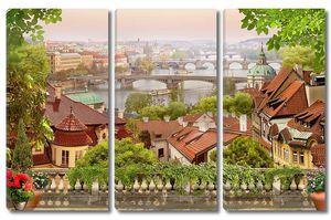 Вид с террасы на большой город