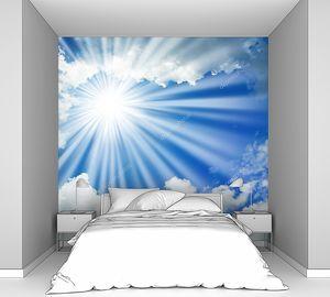 Солнце светит сквозь облака