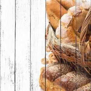 Булочки и хлеба в корзине