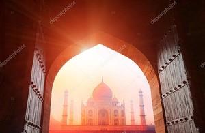 Тадж-Махал в Солнечный свет