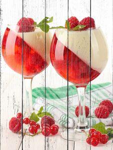 Необычный десерт с ягодами
