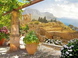 Вид с террасы на древнюю архитектуру
