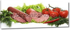 Натюрморт колбасой и помидорами