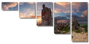 Привидениями замка - руины Плавецкий замок