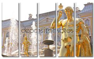 Деталь фонтана Большой Каскад в Петергофе