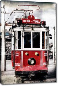 красный старинный трамвай в Стамбуле с применением фильтра