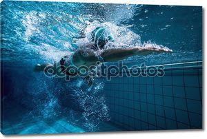 Пловец под водой