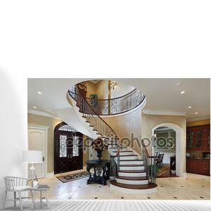 Фойе с винтовой лестницей