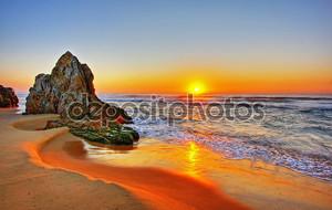 Восход у скалы