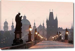 Прага Карлов мост  на рассвете