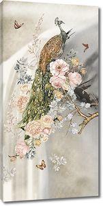 Павлин на розовом кусту