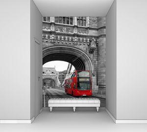Красный автобус на Тауэрском мосту