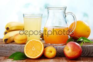 Свежий сок с фруктами