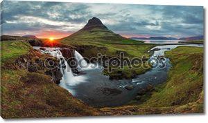 Панорама весной Исландия пейзаж на закате