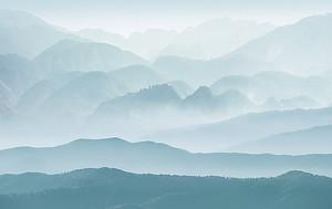 Горы в голубом тоне